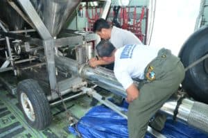 Presiden Jokowi Tinjau Kesiapan Pesawat TNI AU Untuk Misi TMC