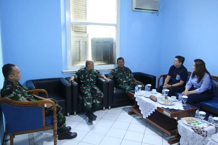 Waaspers Panglima TNI Serahkan Pengadaan Barang kepada Danlanud Adisutjipto Untuk Mendukung kegiatan Werfing Prajurit TNI