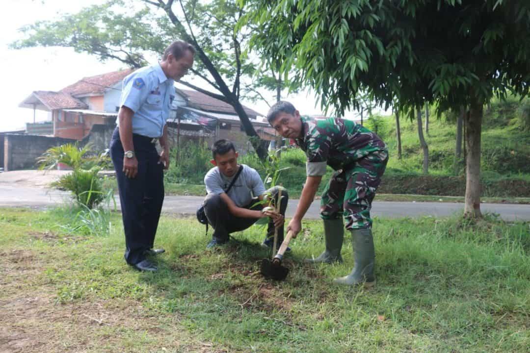 Memperingati HUT ke-74 TNI, Lanud Atang Sendjaja Tanam Ratusan Bibit Pohon