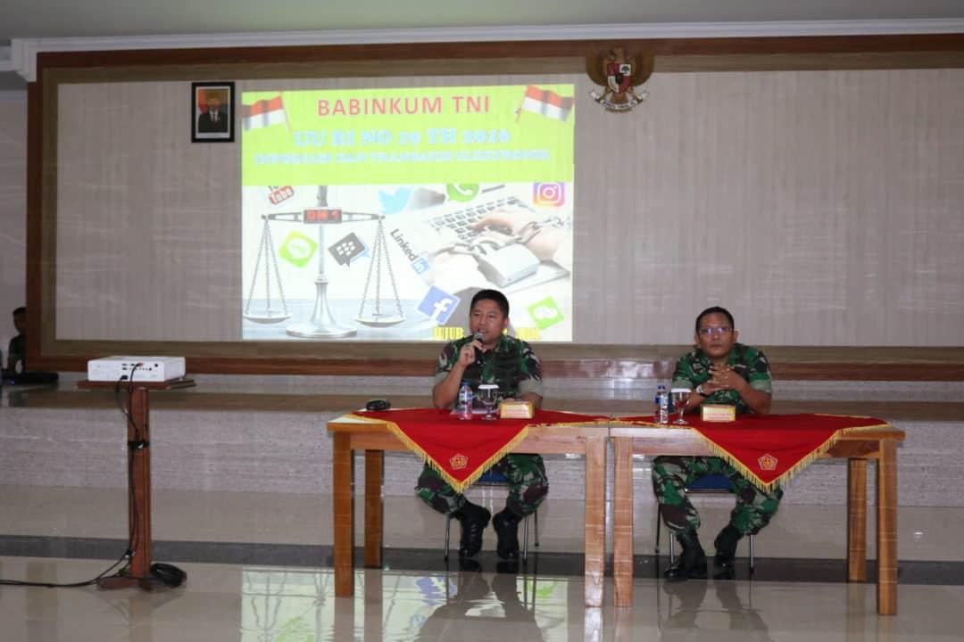 Personel Kosekhanudnas III dan Denkomlek Strada Menerima Penyuluhan Hukum dari Babinkum TNI