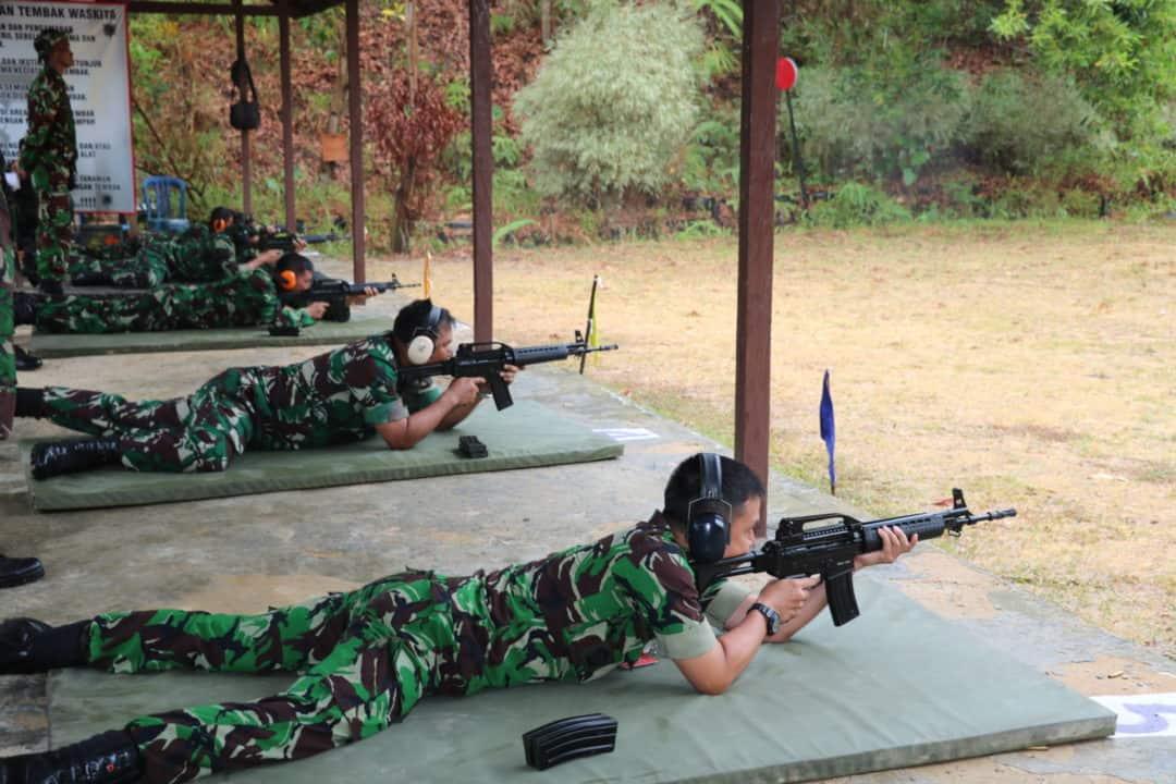 Asah Kemampuan, Lanud Dhomber Gelar Latihan Menembak Senjata Laras Panjang