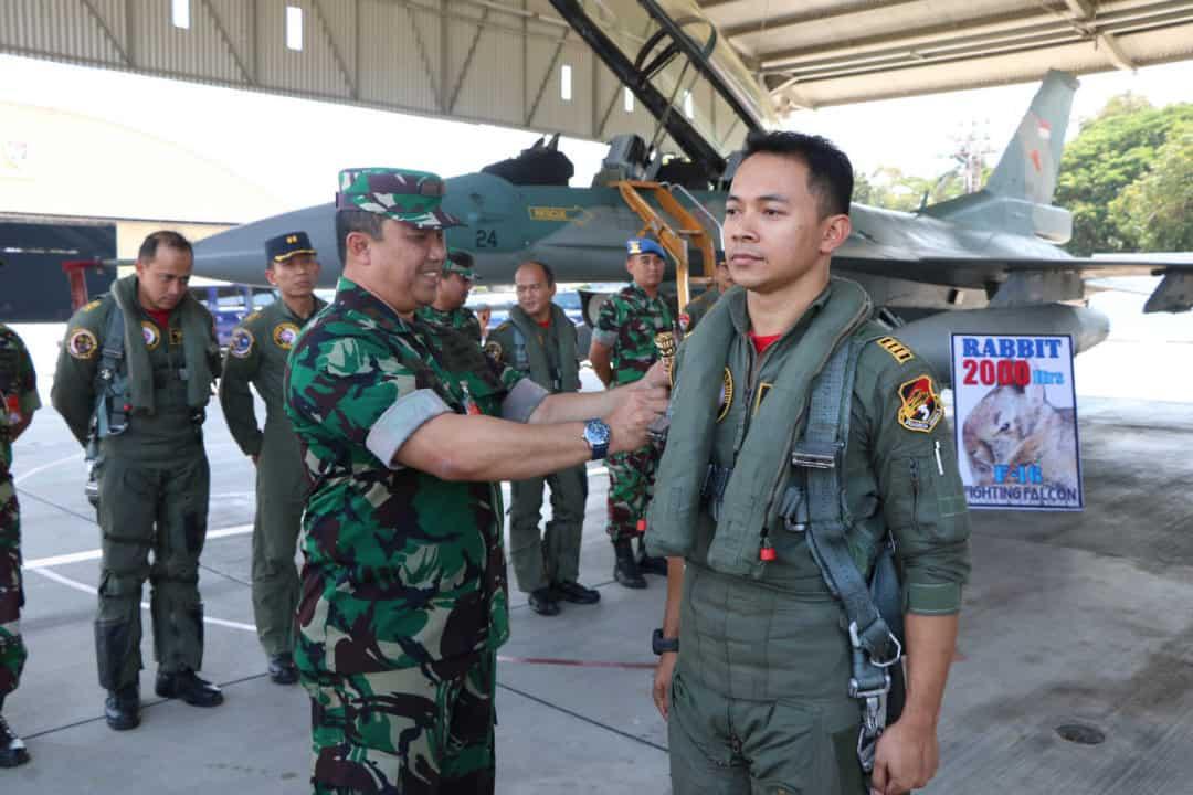 "Kapten Pnb Ferry ""Rabbit"" Rachman, raih 2000 jam terbang pesawat F-16"