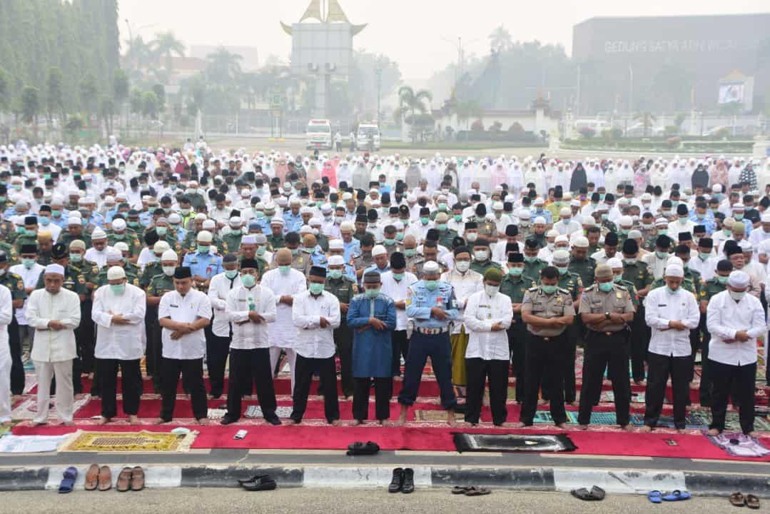Lanud Rsn Bersama Ribuan Pegawai Pemprov Riau Gelar Shalat Istisqa
