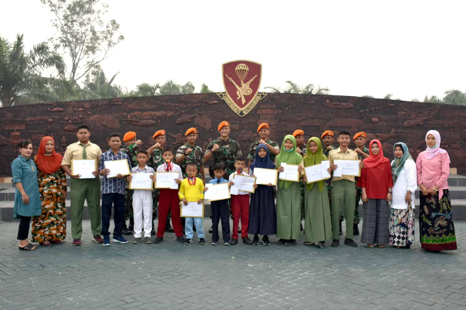 Danyonko 462 Paskhas Berikan Penghargaan Kepada Anak Prajurit Yang Berprestasi