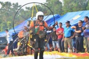 Sail Nias 2019: Semangat Pak Anwar, Atlet Paramotor Berusia 73 Tahun