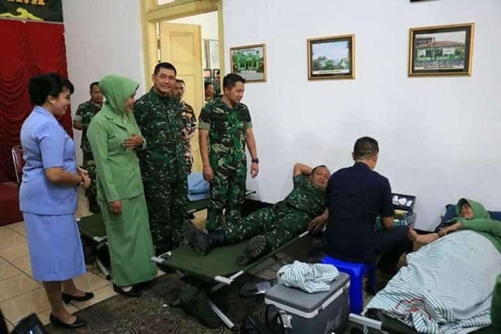 KOMANDAN LANUD J.B. SOEDIRMAN MENGIKUTI KEGIATAN DONOR DARAH DALAM RANGKA PERINGATAN HUT TNI KE-74 TAHUN 2019