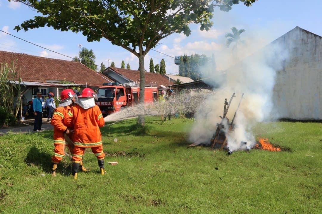 Latihan Pemadam Kebakaran di Lanud Supadio