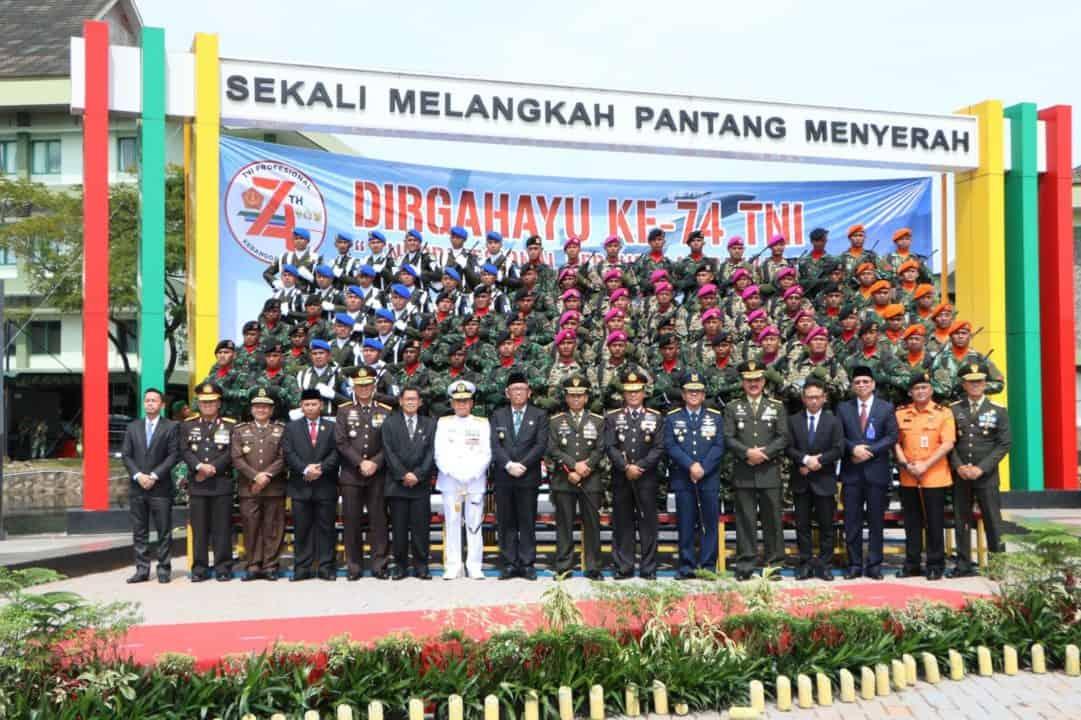 Komandan Lanud Supadio Hadiri Upacara HUT Ke-74 TNI