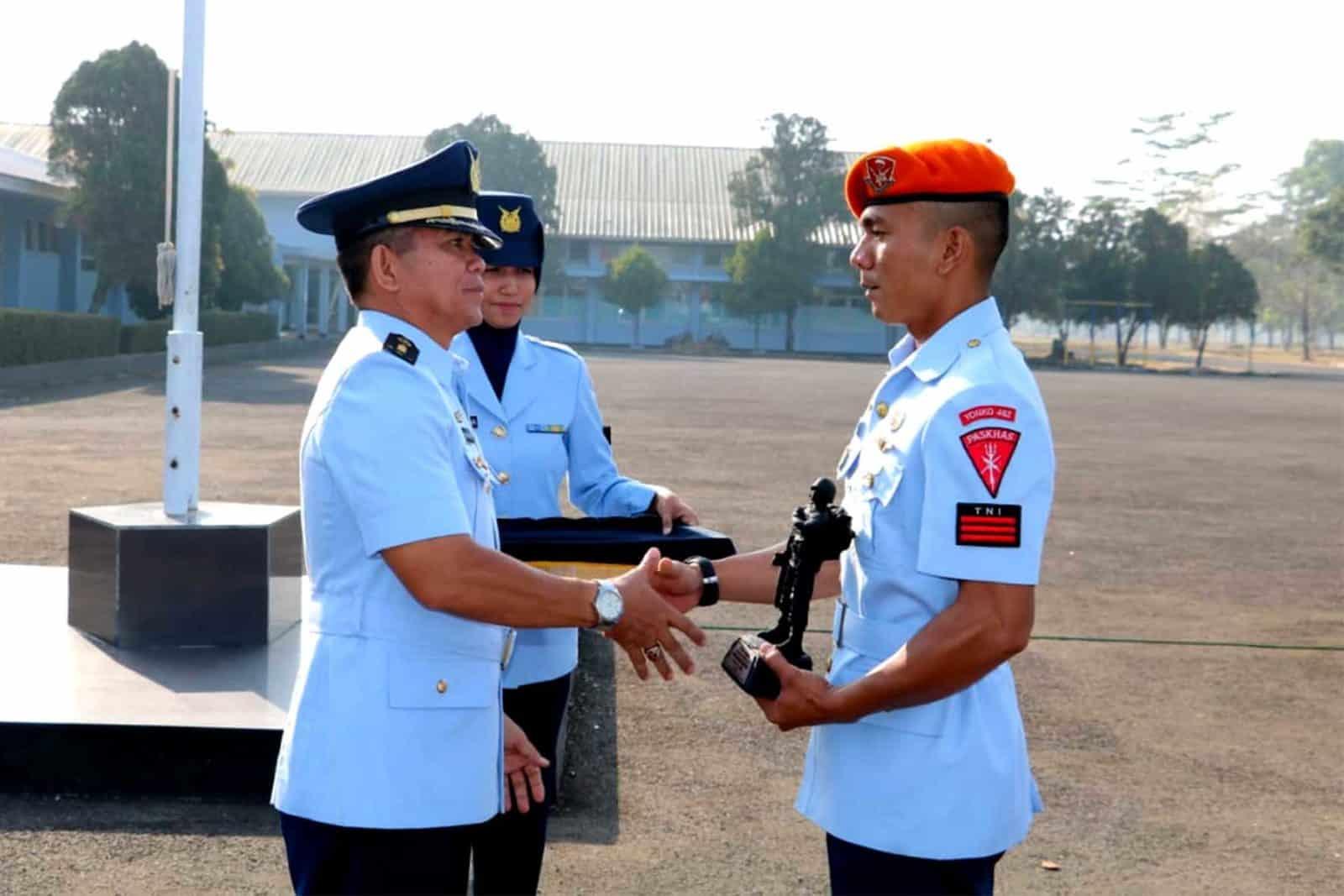Prajurit Yonko 462 Paskhas Raih Siswa Terbaik Pendidikan Susjurlata A. 48 Ta. 2019