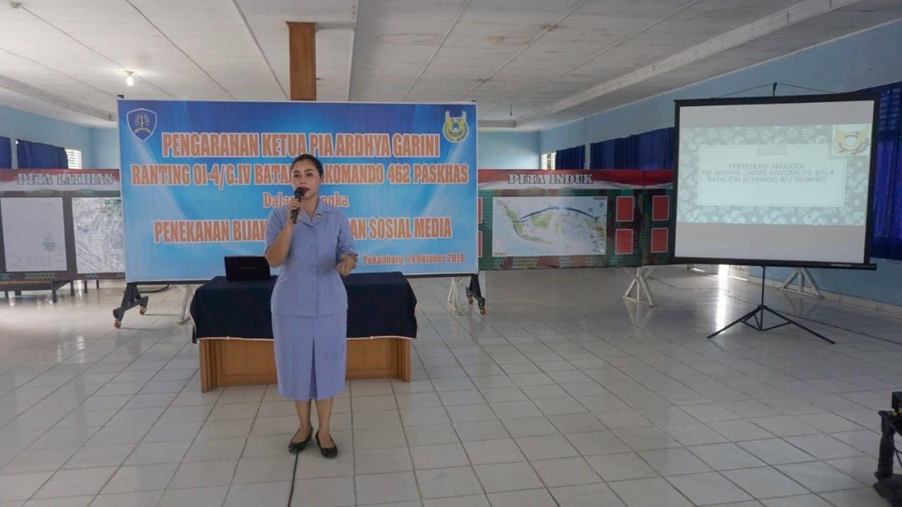 Ketua Pia AG Ranting 01-4/G.IV Yonko 462 Paskhas Berikan Pengarahan Dalam Rangka Penekanan Bijak Menggunakan Sosial Media.