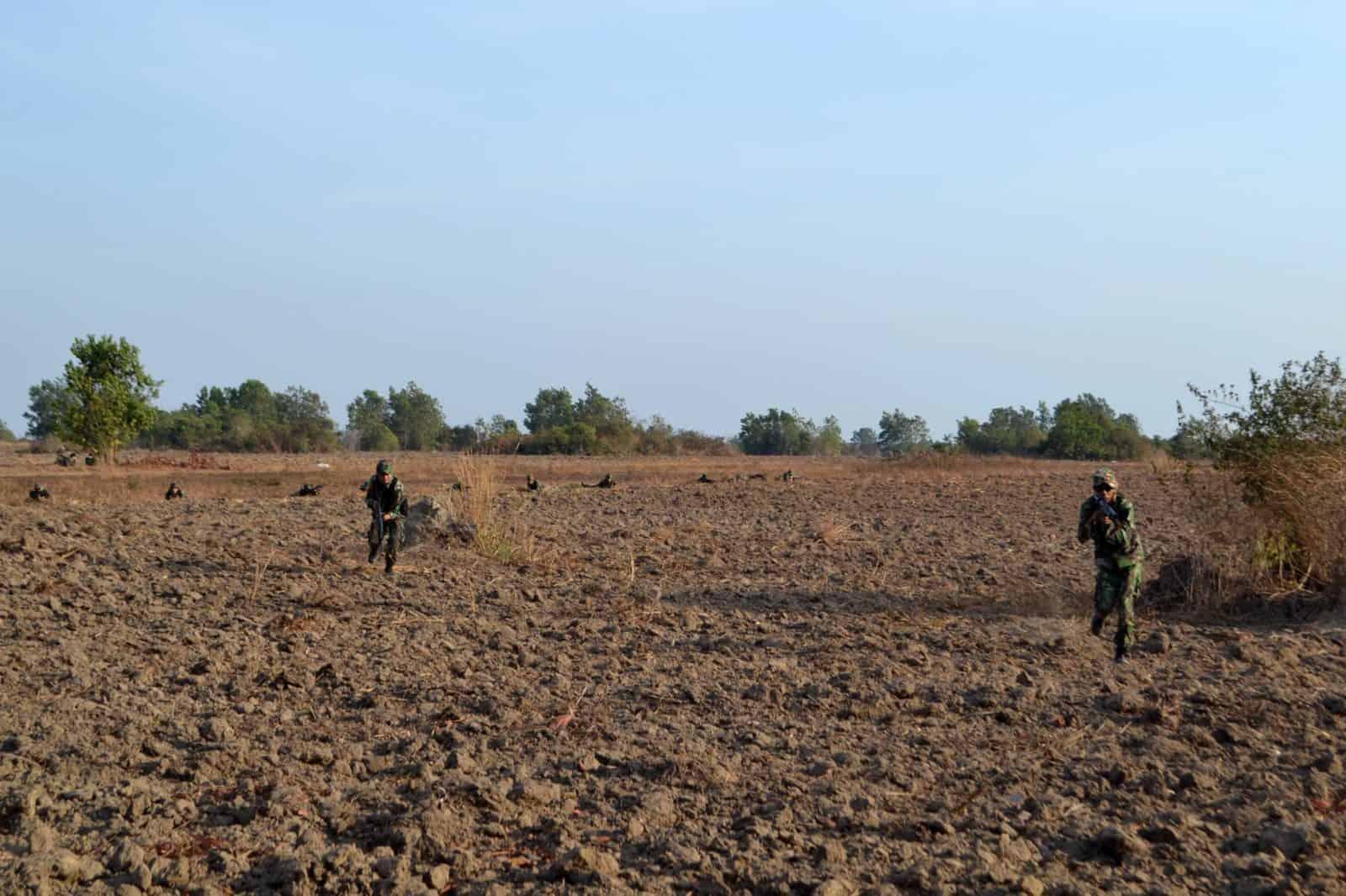 Latihan Hanlan dan Menembak di AWR Maluka Baulin Lanud Sjamsudin Noor
