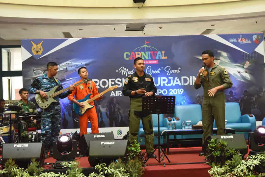 Air Force Band Hibur Pengunjung Mal SKA