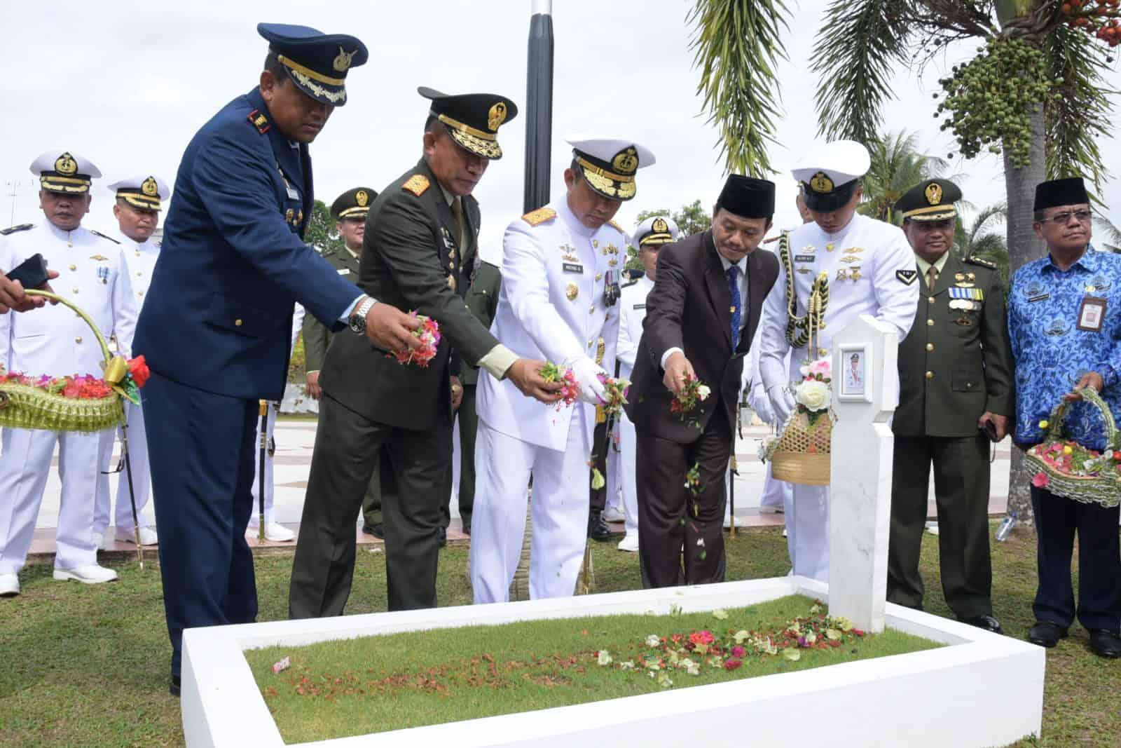 Danlanud RHF ikuti Ziarah Nasional Dalam Rangka Hari Jadi Ke-74 TNI