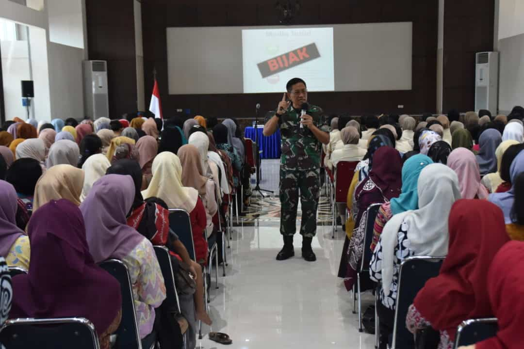 Pangkoopsau II Berikan Ceramah Tentang Pentingnya Pemanfaatan Media Sosial di Lanud Sultan Hasanuddin