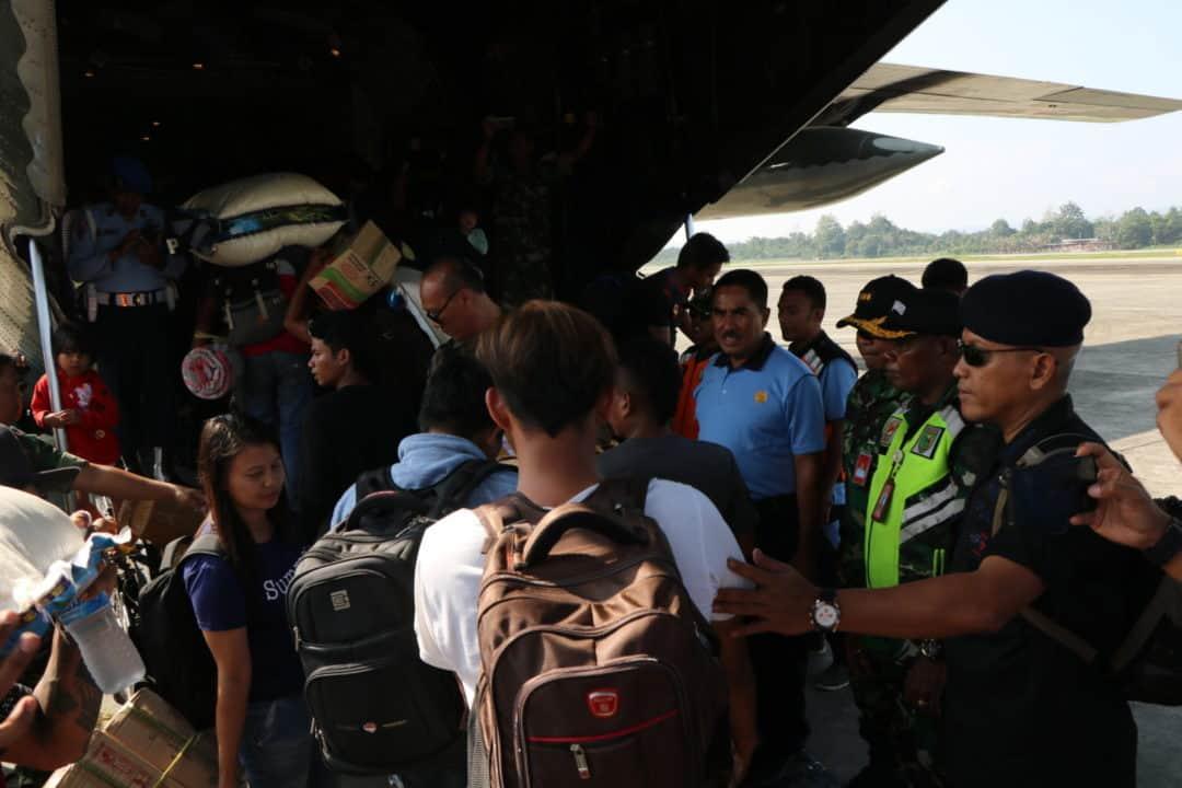 Pesawat Hercules C-130 A-1336 milik TNI AU kembali mengantar 104 pengungsi untuk kembali ke Wamena.