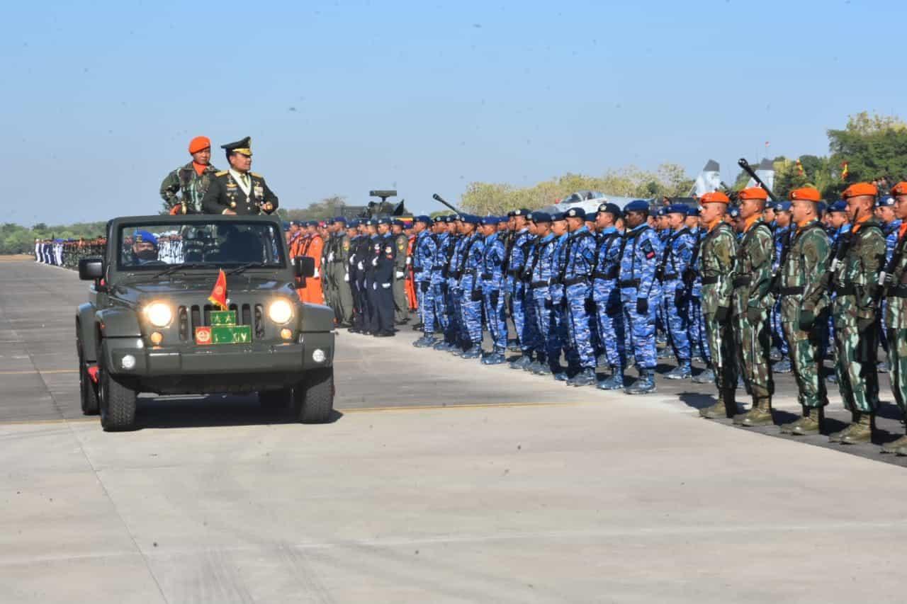 Upacara Peringatan ke-74 HUT TNI di Makassar