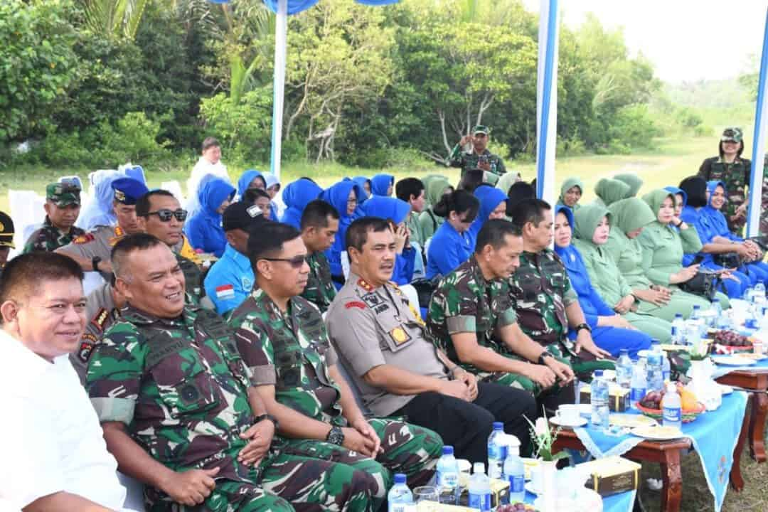 Panglima Kosekhanudnas III Turut Penanaman Pohon Mangrove Secara Serentak