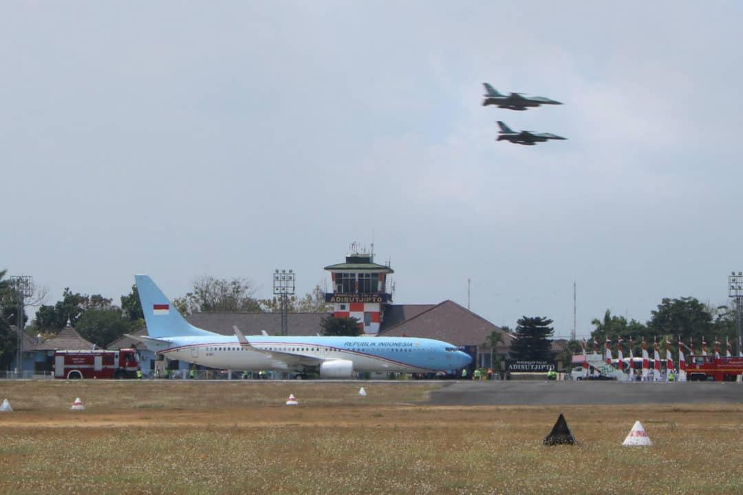 Tradisi Pelepasan dan Pengawalan Pesawat F 16 TNI AU Wakil Presiden RI Bapak Jusuf Kalla jelang akhir masa tugas