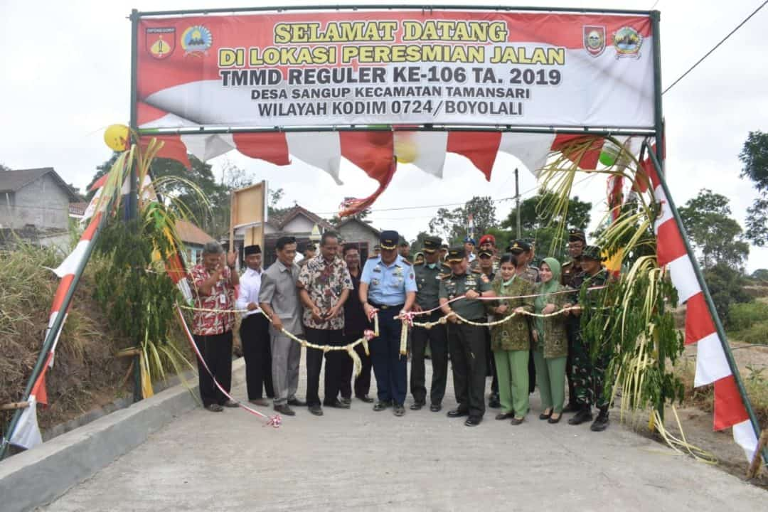 Komandan Lanud Adi Soemarmo Tutup TMMD Ke-106 di desa Sangup Kecamatan Tamansari Boyolali