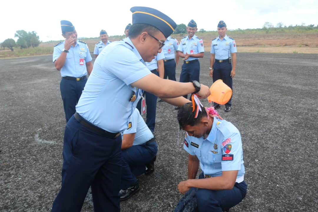 Upacara Kenaikan Pangkat Personel Lanud D. Dumatubun