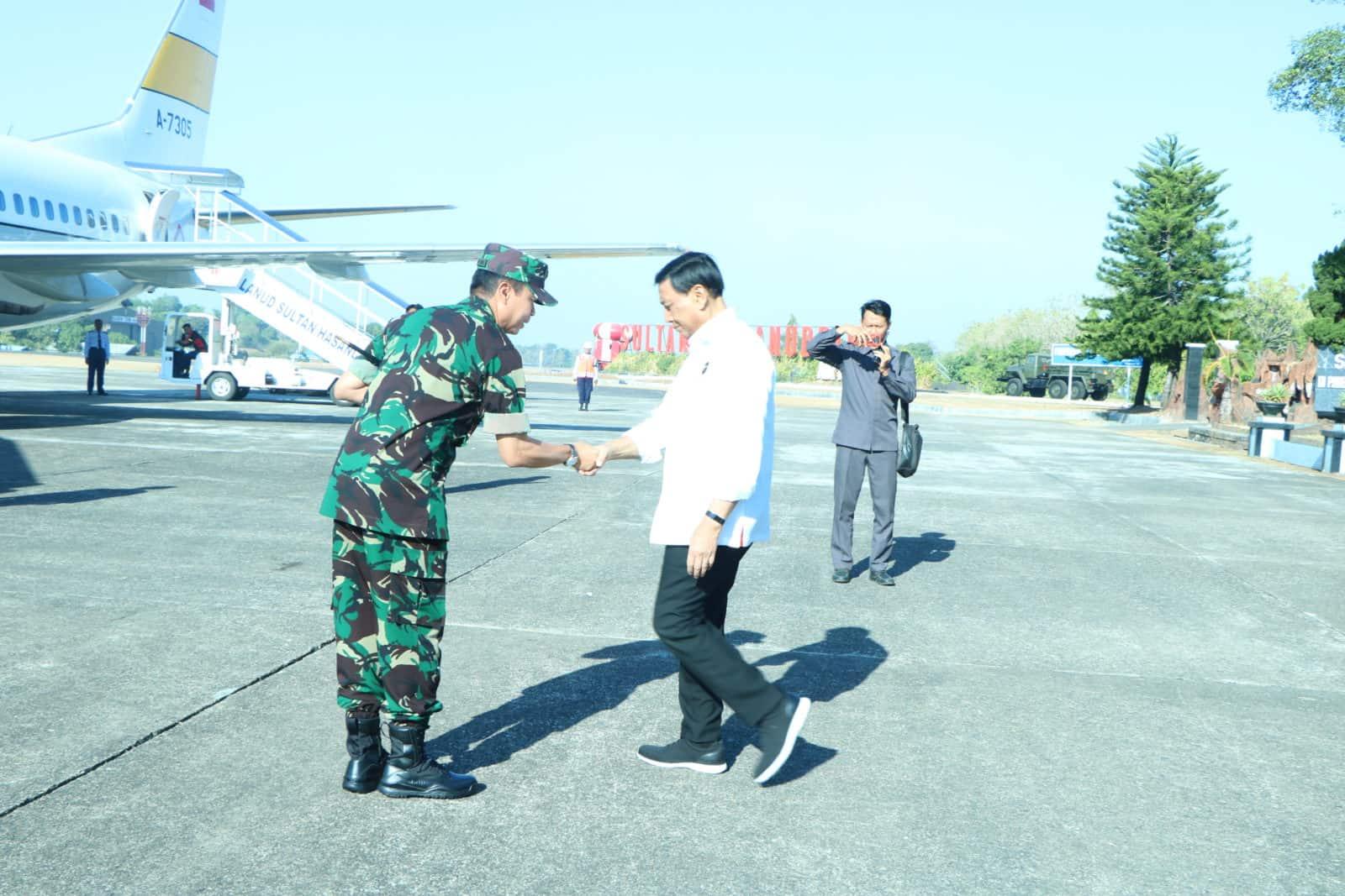 Kemhan RI dan Panglima TNI Transit di Lanud Sultan Hasanuddin