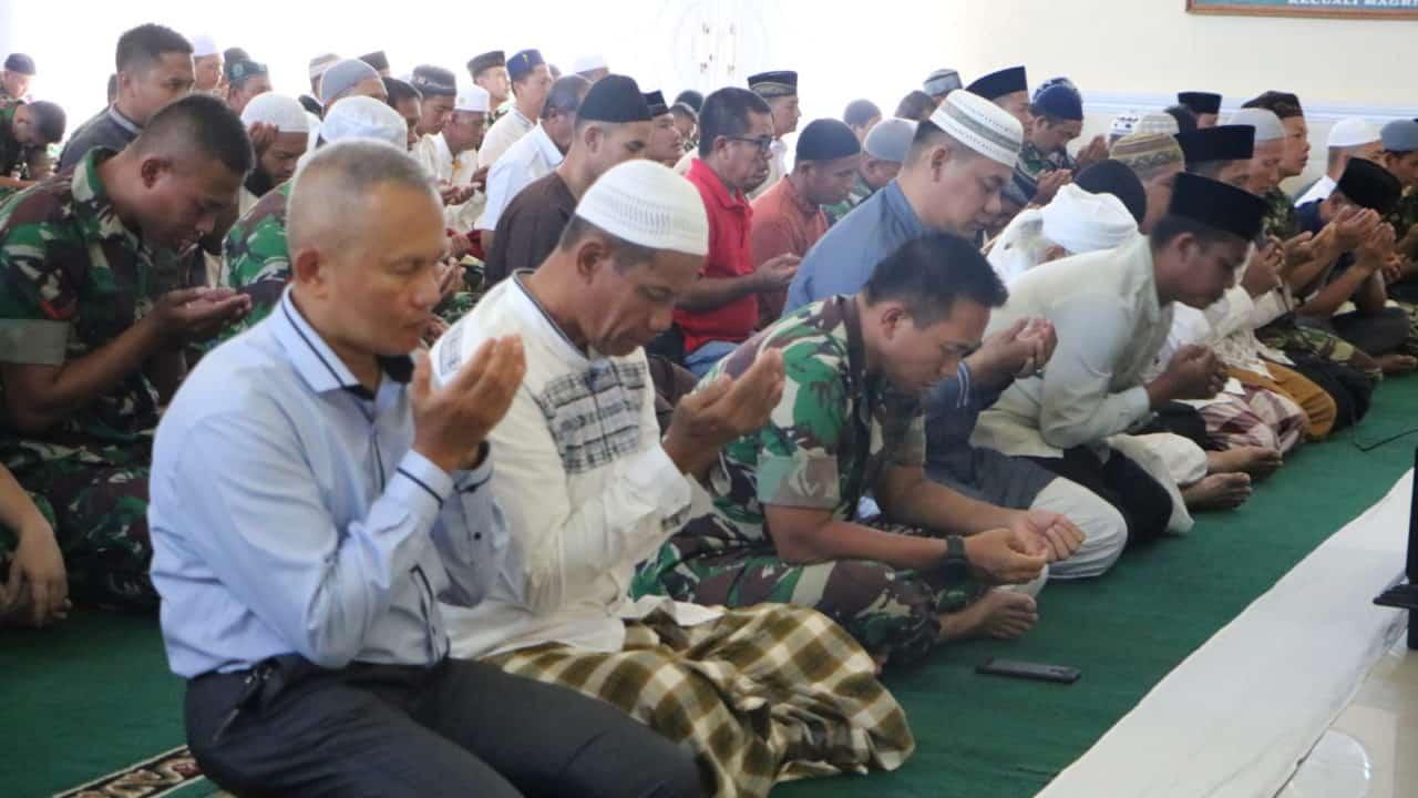 Ratusan Jamaah Masjid Amrullah Lanud Rsn Lakukan Doa Keselamatan