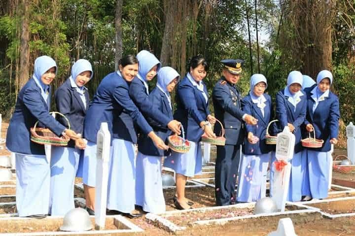DANLANUD J.B. SOEDIRMAN HADIRI ZIARAH NASIONAL MEMPERINGATI HUT KE-74 TNI DI TMP PURBOSAROYO PURBALINGGA