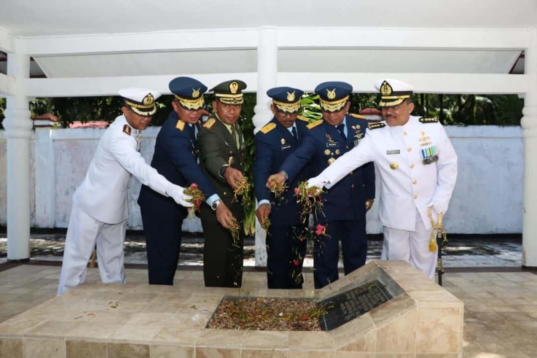 Kaskoopsau III Ikuti Ziarah Nasional HUT Ke 74 TNI di TMP Cendrawasih Biak