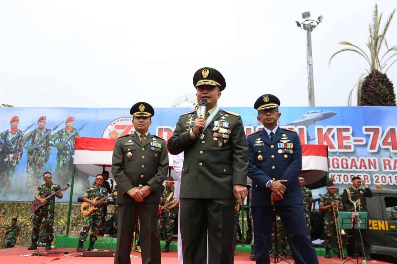 DANLANUD SIM HADIRI UPACARA HUT KE-74 TNI DI LHOKSEUMAWE