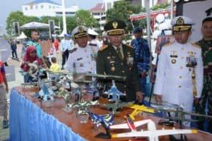 Stand Pameran Lanud RHF pada HUT ke-74 TNI Diserbu Pengunjung