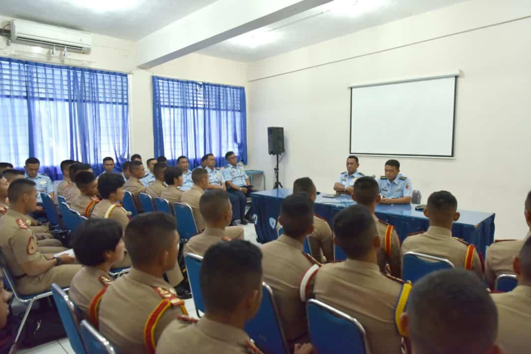 Taruna AAU Prodi Aeronautika Pertahanan AAU Laksanakan Praktikum Service System Di Lanud Adisutjipto