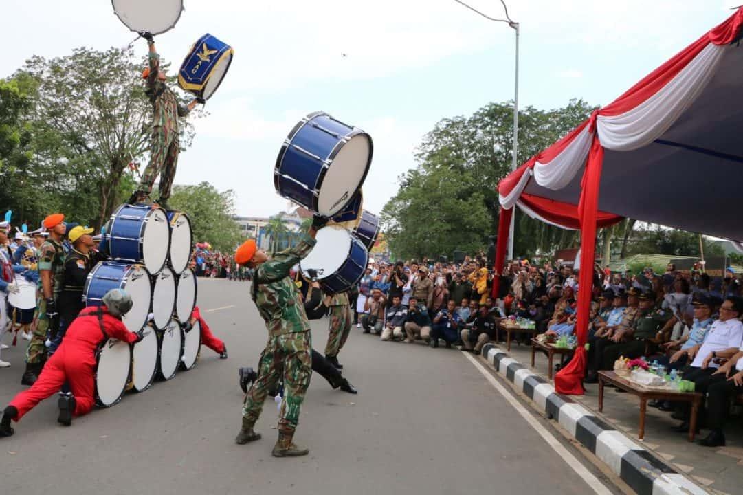 Taruna dan Taruni Akademi Angkatan Udara Pukau Warga Kota Pontianak