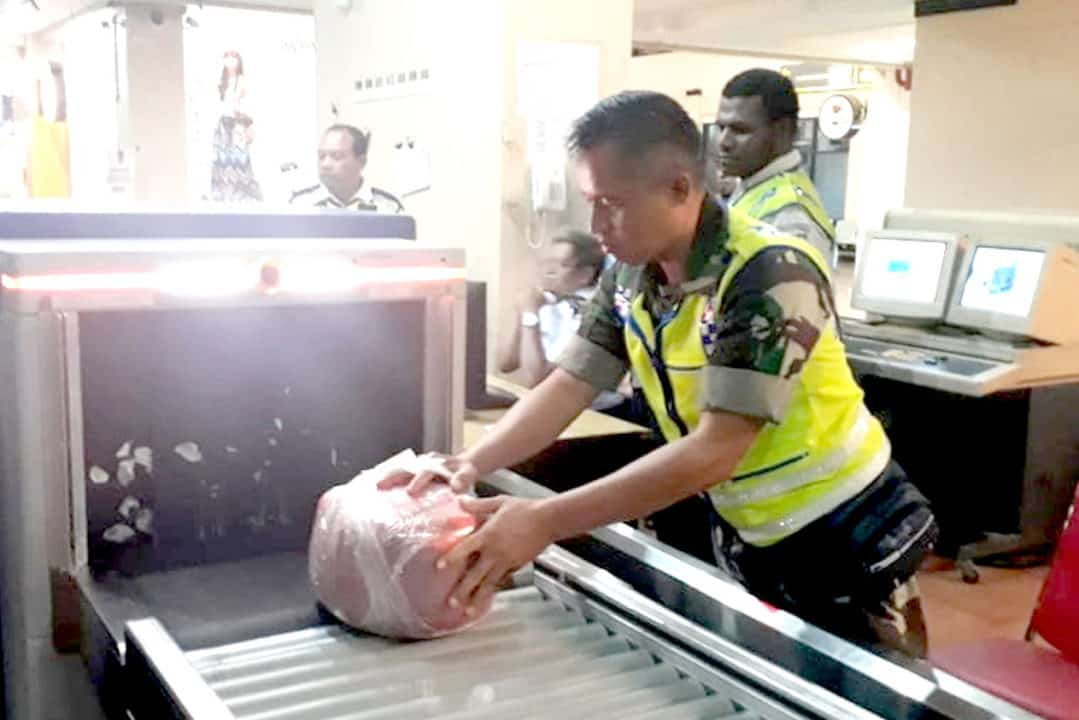 Satgas Pamrahwan Prajurit Paskhas Gagalkan Penyelundupan Ganja