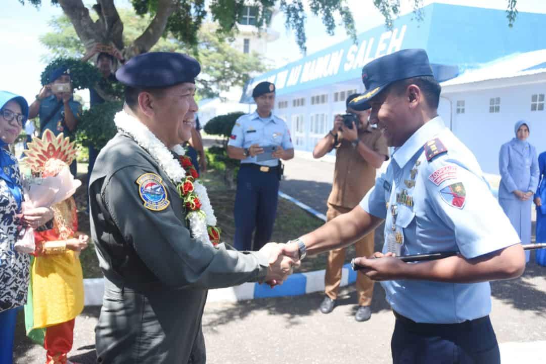 Dalam Rangka Latihan Terbang Navigasi, Lanud Maimun Saleh menyambut kedatangan Danpuspenerbal.