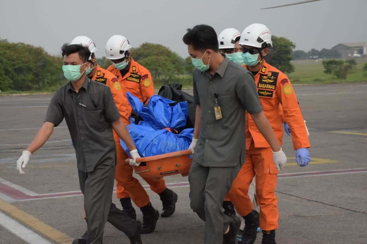 Basarnas Lanud Atang Sendjaja Evakuasi Korban Tenggelam di Teluk Bengkunat