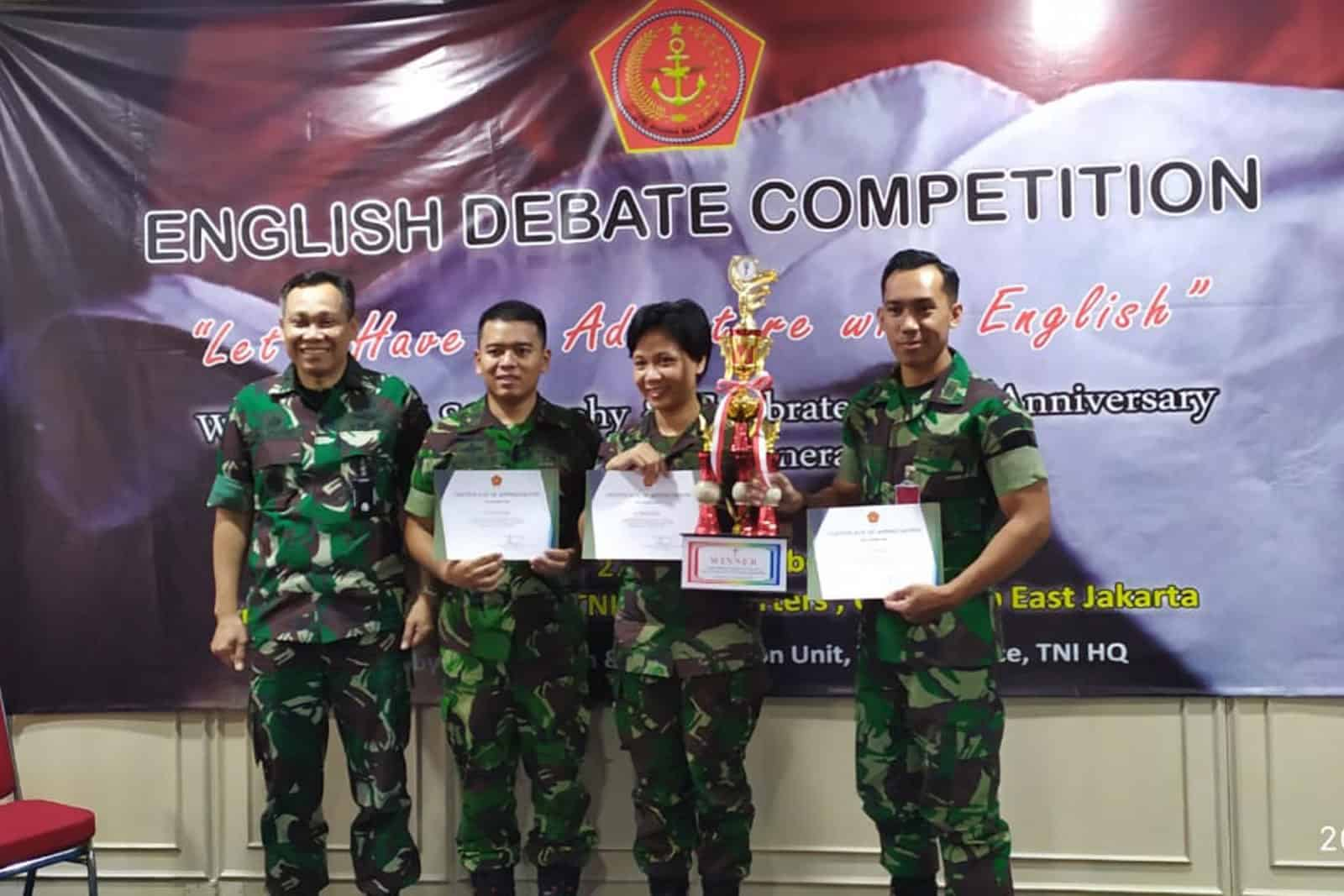 Anggota Skadron Udara 45, Juara 1 Lomba Debat Bahasa Inggris