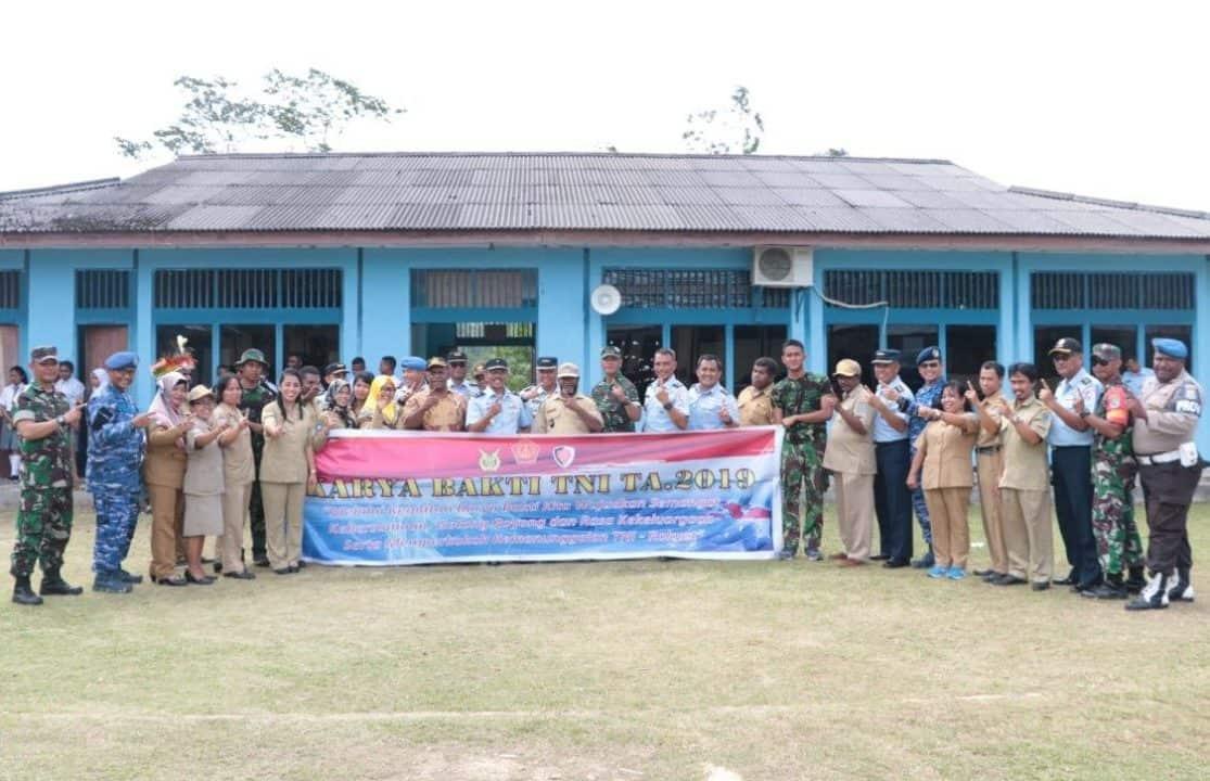 Koopsau III Wujudkan Mimpi Masyarakat Warbon dan Murid SMA 1 Biak Utara Miliki MCK dan Fasilitas Olahraga Yang Memadai.