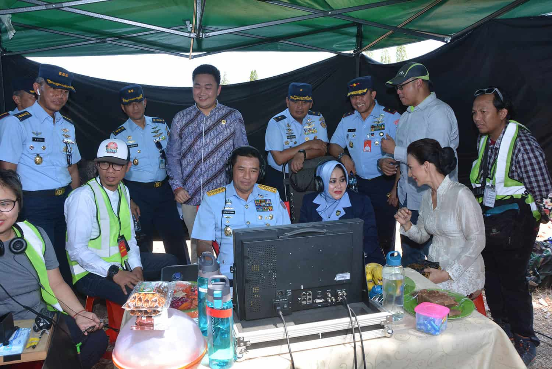 "TNI AU buat Film ""Srigala Langit"", Kasau serahkan tropy"