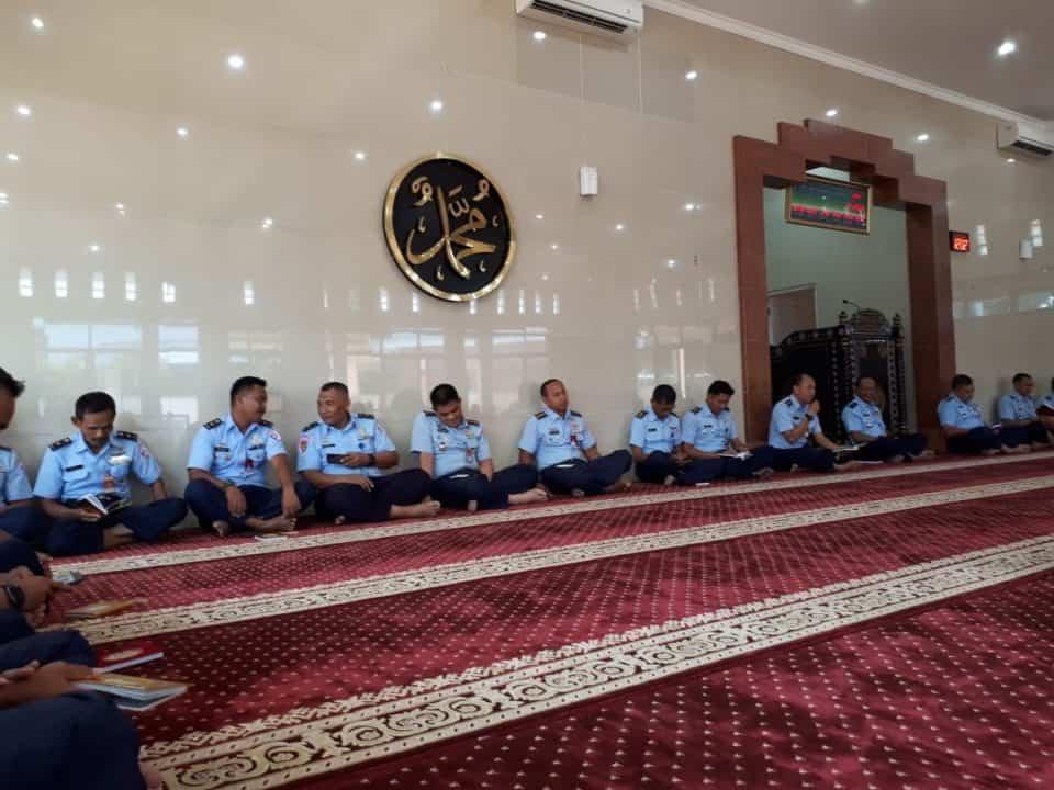 Doa Bersama Awali Latihan Parasailing Koopsau I