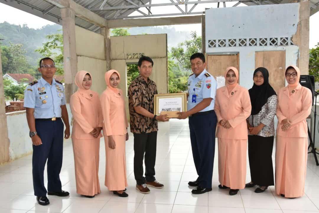 Lanud RHF Terima Bantuan CSR dari PT. Bintan Resort Cakrawala