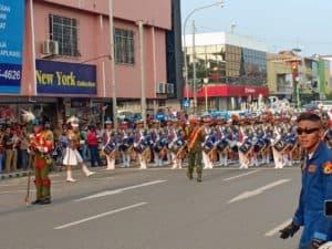 Aksi Drumband Gita Dirgantara Taruna AAU Hipnotis Masyarakat Batam