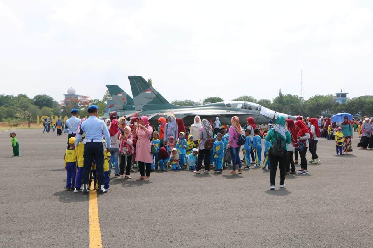 """Museum Pesawat Lanud Iswahjudi """"dibanjiri"""" Siswa Sekolah"""