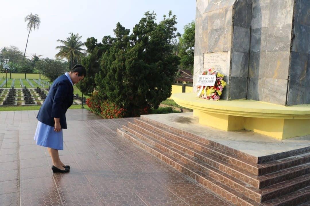 Untuk mengenang Jasa Para Pahlawan PIA Ardhya Garini Cabang 14/D.I Lanud Sutan Sjahrir Ziarah Ke Taman Makam Pahlawan (TMP) Kusuma Negara Lolong Padang