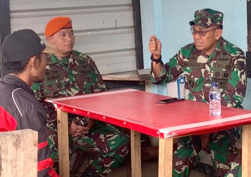 Satgas Pamrahwan Yonko 462 Paskhas Pos Bandara Enarotali Terima Kunjungan Danrem 173/PVB