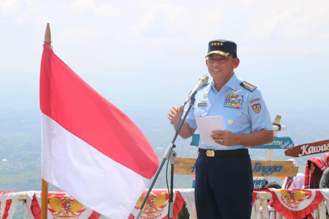 """OLAHRAGA DIRGANTARA Kasau Resmikan Puslat Aerosport """"Haruman Jingga"""" di Garut"""