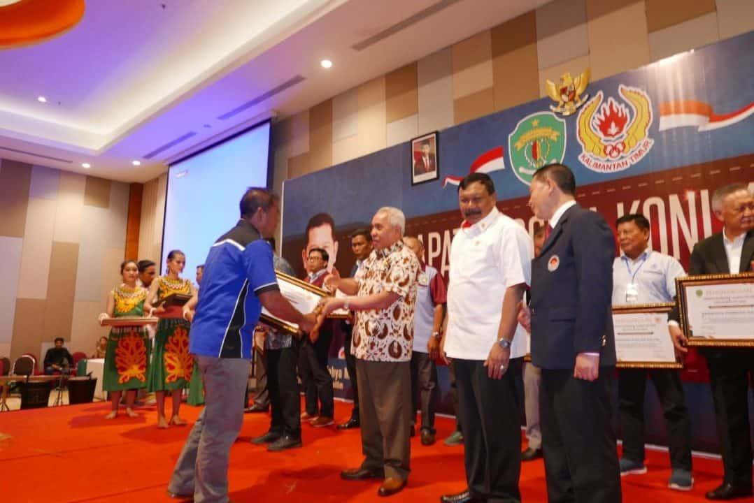 Lanud Dhomber Mendapat Penghargaan Dari Pemerintah Provinsi Kalimantan Timur Dan Koni Kalimantan Timur