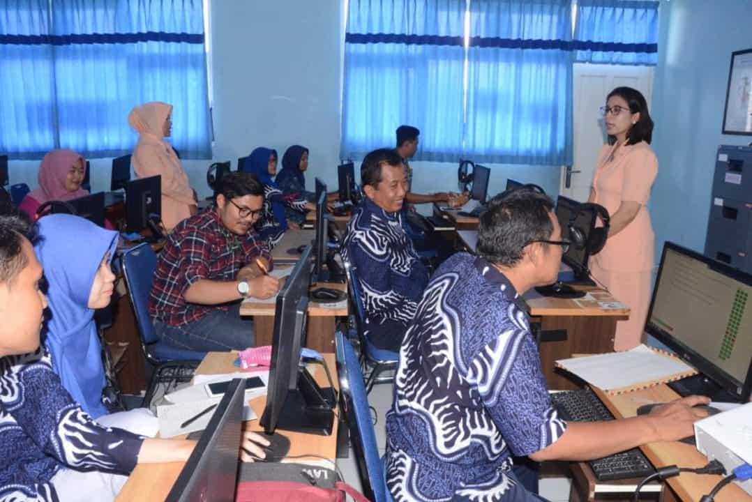 Uji Kompetensi Guru dilaksanakan secara periodik untuk memantau kualifikasi Guru Sekolah Angkasa