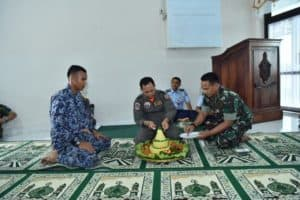 Doa bersama dalam rangka pelaksanaan Latihan Survival Sekbang Angkatan 98