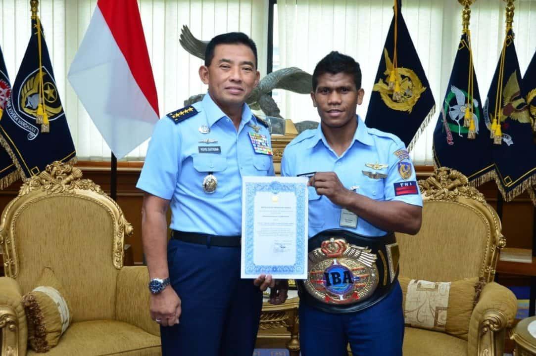Harumkan Nama TNI AU, Kasau Beri Penghargaan kepada Pratu Ongen Saknosiwi