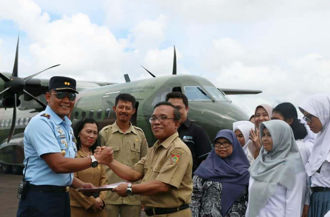 Komandan Lanud Iskandar Ajak Para Penyandang Disabilitas Melihat Alutsita TNI Dari Dekat